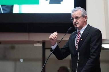 Dresch denuncia cortes na educação promovidos pelo governo de Moreira
