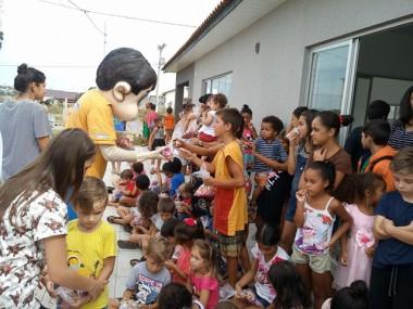 Família Feliz faz Páscoa mais alegre para 300 crianças