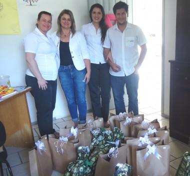 Contato entrega doações de roupas e brinquedos para Casa Lar