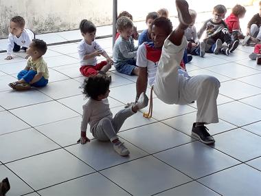 Crianças do CEI Afasc Professor Jairo Luiz Thomazi tem aula de capoeira