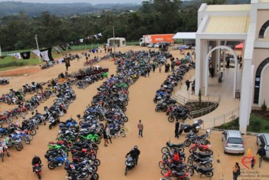 Romaria reúne 1,2 mil motociclistas no Santuário