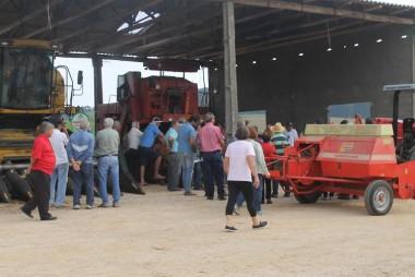 Produção de feno é destaque no Dia de Campo de Pecuária em Cocal