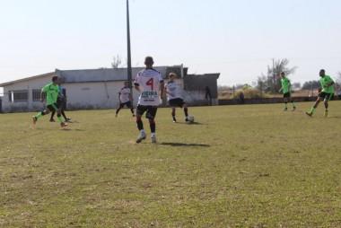 Brasil Pedreiras vence mais uma e lidera o Rinconense 2016