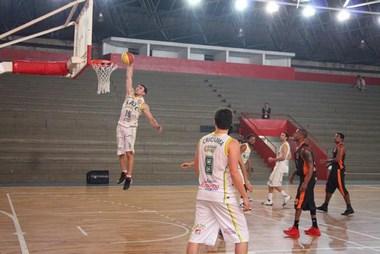 Rio do Sul larga na frente no 1º Campeonato Adulto LSCB de Basketball