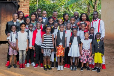 Coral com crianças de Uganda faz apresentação em Criciúma