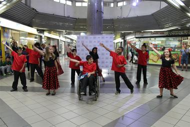 Terminal Central recebe apresentação de dança inclusiva