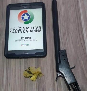 PM de Balneário Arroio do Silva prende homem por porte ilegal de arma