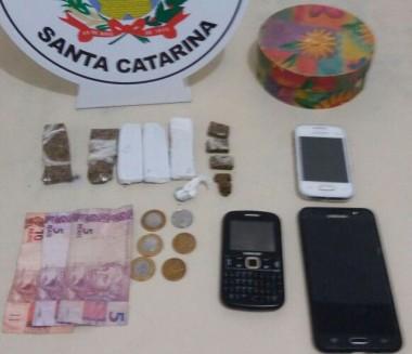 Polícia Militar de Araranguá prende homens por tráfico de drogas