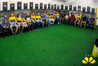 Tour guiado em estádio Heriberto Hülse recebe associados