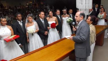 Anteprojeto propõe casamento comunitário gratuito