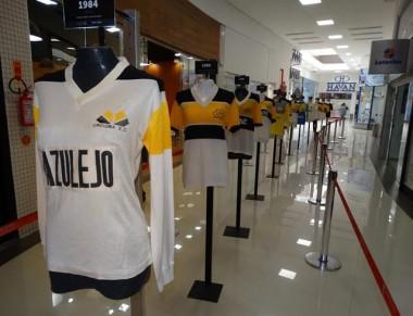 Camisas raras do Tigre em exposição no Criciúma Shopping