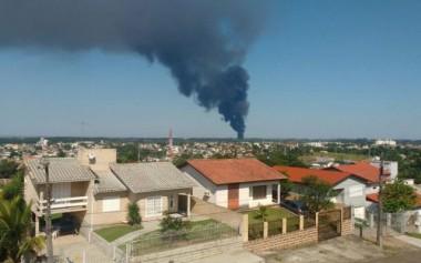 Bombeiros de municípios vizinhos ajudam no combate ao incêndio