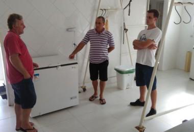 Agricultores fazem visita técnica para instalação de agroindústria