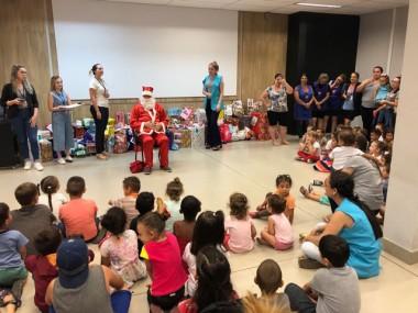 Crianças dos CEI's da Afasc recebem presentes de natal