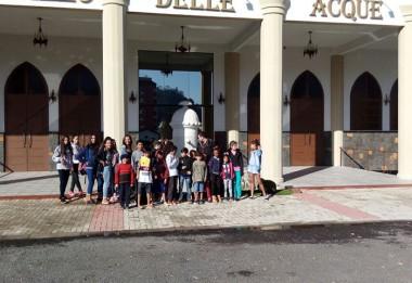 Crianças e adolescentes do SCFV Vila Miguel conhecem teatro
