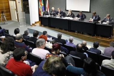 Deschamps presta esclarecimentos à Comissão de Educação