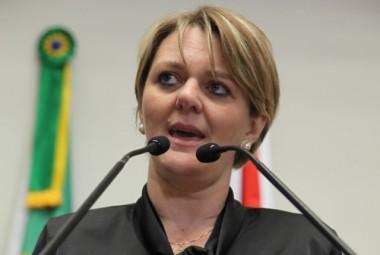 Política é assunto de mulher - Luciane Carminatti (PT)