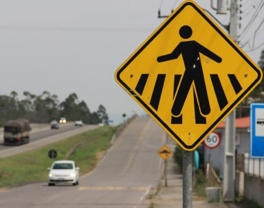 A nova sinalização da BR-101 Sul para travessias de pedestres