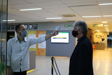 Acic passa a aferir temperatura corporal do público que acessar o Centro Empresarial
