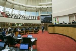 Plenário da Alesc aprova projeto que revoga medidas cautelares contra Garcia