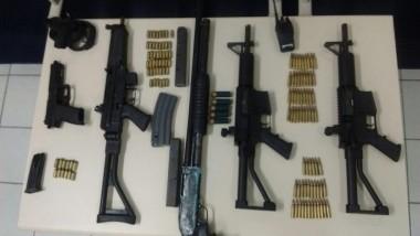 Polícia Civil apreende arsenal de armas e prende duas pessoas