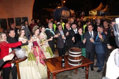Urussanga dá início a XVIII Festa do Vinho