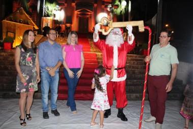 Chegada do Papai Noel dá início ao Natal Encantado em Urussanga