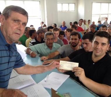 Ex-trabalhadores da Criciúma Construções recebem o restante dos créditos trabalhistas