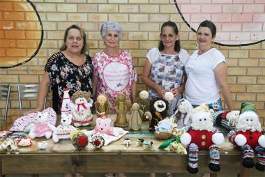 Mulheres de Içara usam artesanato para promover solidariedade