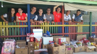 ABC Voleibol entrega donativos ao Lar Bom Pastor de Camboriú