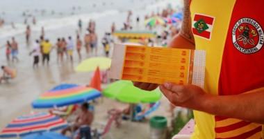 Pulseiras ajudam a localizar crianças nas praias em SC