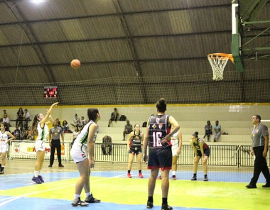 Jogos disputados marcam Estadual de Basquete em Criciúma