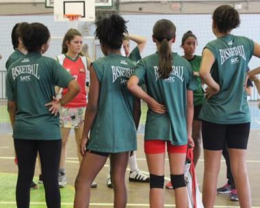 Time feminino da Satc disputa a semifinal do Campeonato de basquete