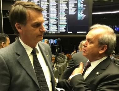 Assediado pelo PSL, Peninha decide permanecer no MDB