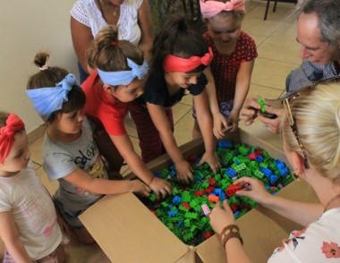 CEI's da Afasc recebem kits do Projeto Brinquedo Educativo da Satc