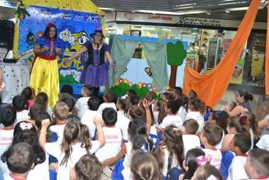 Mais de 200 crianças participam da Hora do Conto