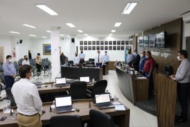 Legislativo realiza minuto de silêncio em homenagem às vítimas da covid-19 em Içara