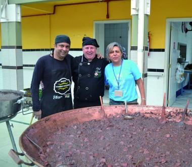 Feijoada da Apae é sucesso de público e de gastronomia