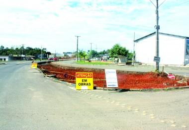 Obras do viaduto avançam com transtornos no trânsito