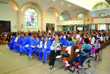 Cerco de Jericó reúne o povo católico em oração