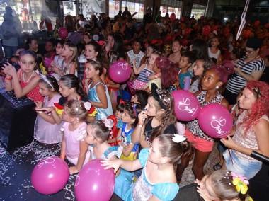 Diversão para a criançada em Bailinho de Carnaval