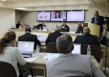 Aumento de cota de exames é questionada na Câmara
