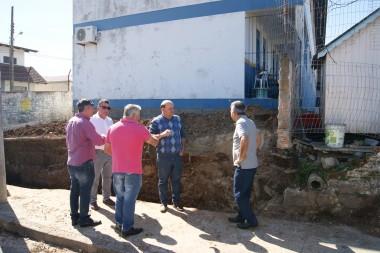 Membros da comissão visitam bairro Jardim Elizabete