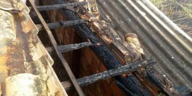 Fogo em churrasqueira atinge telhado e vegetação no Bairro Barracão