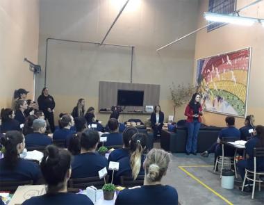 Equipe do Creas realiza socialização com mulheres presas