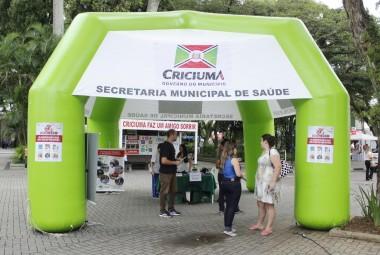 Comunidade é orientada na Praça Nereu Ramos