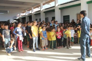 Lei que obriga execução do hino nacional e do município é praticada