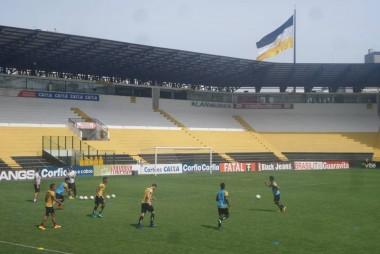 Tigre realiza treino tático e de finalizações no Heriberto Hülse