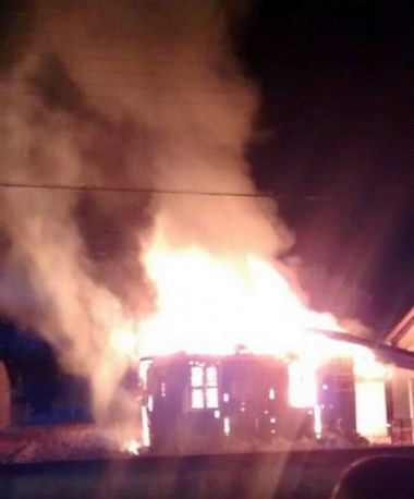 Incêndio provoca perda total de residência em Balneário Rincão