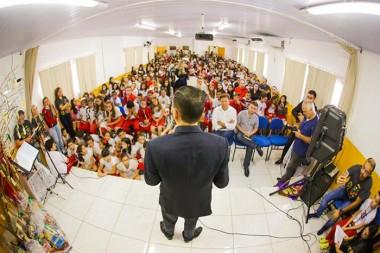Em Culto Ecumênico, Escola reúne alunos para celebração da Páscoa